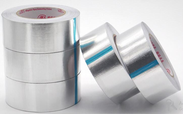 Băng dính bạc có bề mặt là lớp bạc mỏng