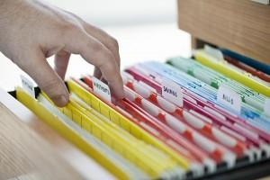 Băng dính giấy giúp công việc phân loại và tìm kiếm hồ sơ dễ dàng