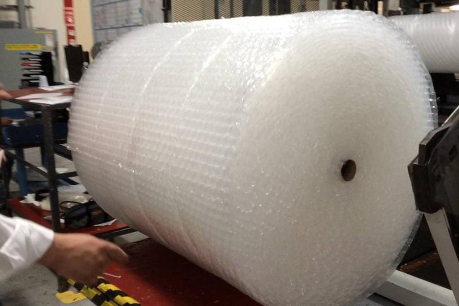 đóng gói hàng hóa với Cuộn xốp hơi 50cm dài 100m
