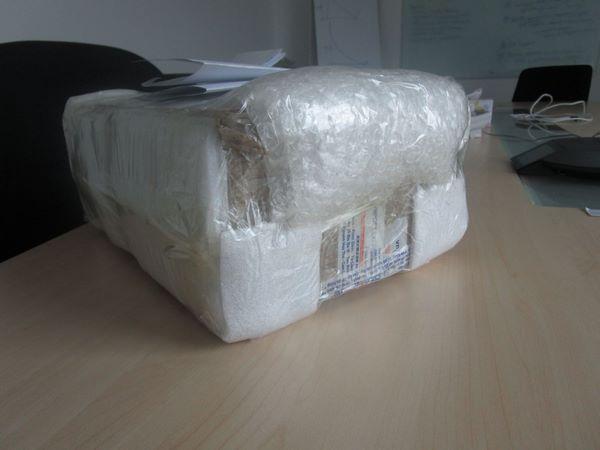 Đóng gói Laptop với cuộn xốp hơi 70cm dài 100m