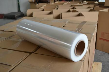 Màng PE quấn tay được sản xuất từ các hạt nhựa PE